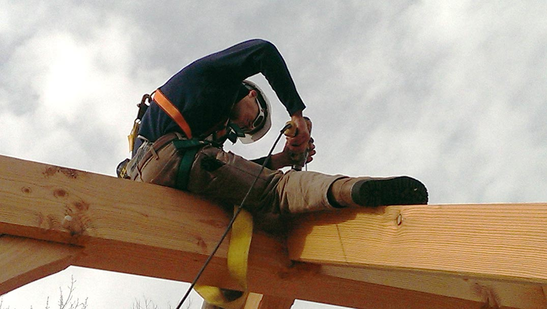 Our services include custom design and craftsmenship in the joiner and in the raising.